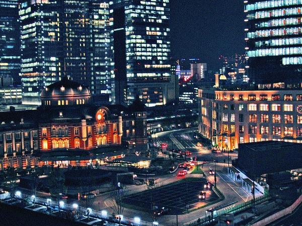 東京駅とビル街
