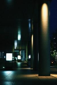 ライトアップされた柱