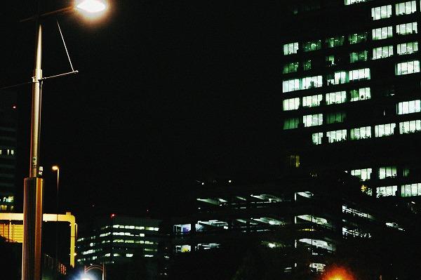夜のビル街4