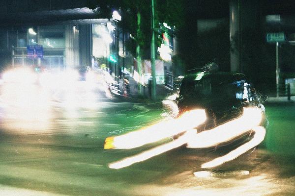 曲がるタクシー