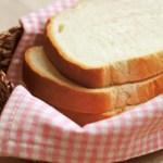 犬が「パン」を食べて大丈夫?アレルギーや毒は?その対策は?