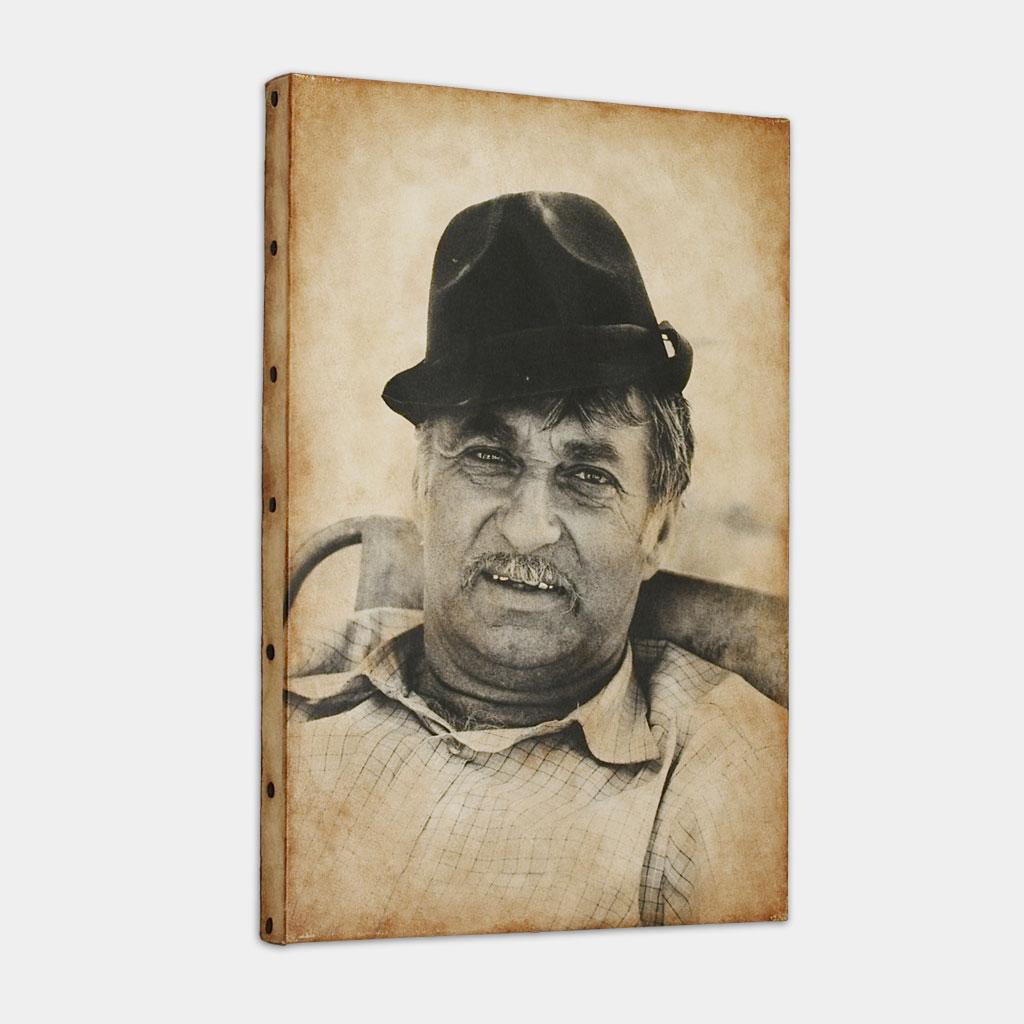 ジプシーの男性の写真 (斜め)