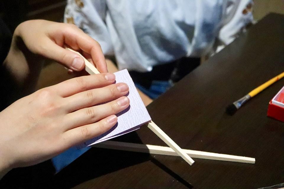 有鄰庵の国産ひのきを使ったオリジナルお箸作り体験