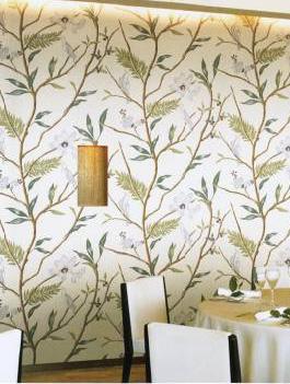 ちなみにダイニングの壁紙大柄鳥と植物リゾート系
