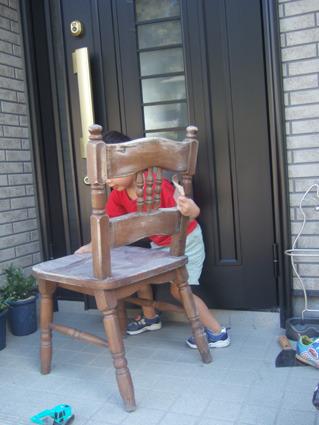 廃材の山から拾ってきた椅子