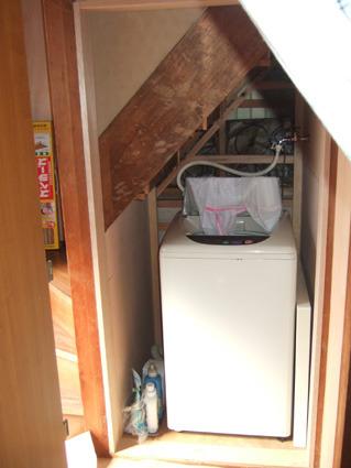 階段下収納に洗濯機給排水電源工事済み