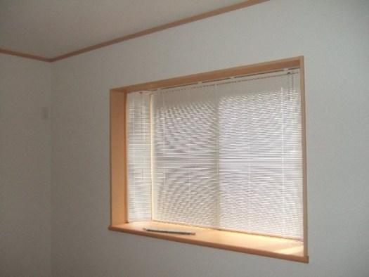 出窓用のブラインド