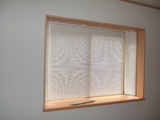 ブラインドですっきり出窓