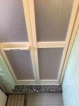浴室折れ戸アルミホワイト樹脂パネル