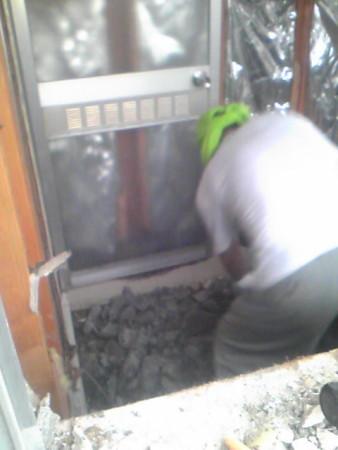窓から撮影浴室解体中