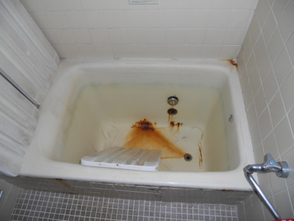 ビフォアー浴槽ホーローさびて穴が