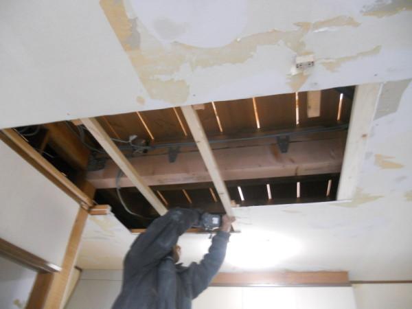 柱を抜くので天井梁補強