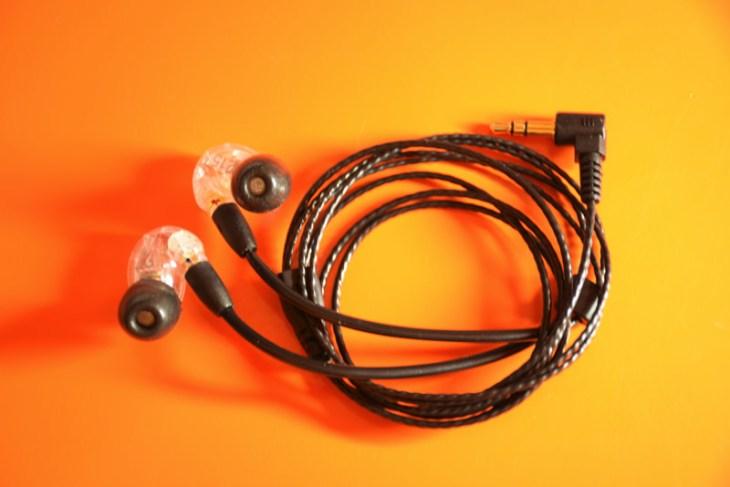 SHURE SE215のイヤホンリケーブルが良い感じ