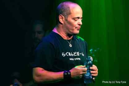 המופע של אדם בזאפה הרצליה. צילום: טוני פיין