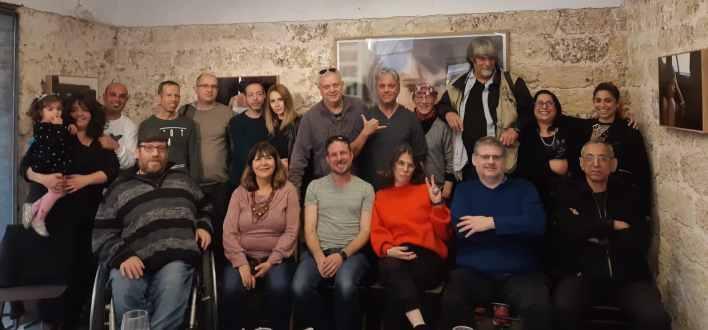 הבלוג של יובל אראל, האנשים מאחורי הכתבות. צילום סלולארי