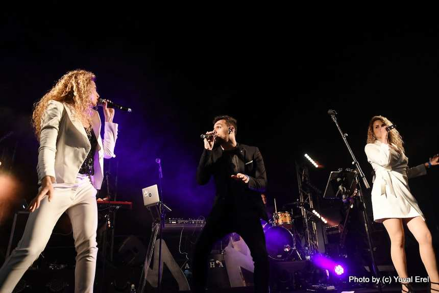 להקת LIVE במחווה לשירי האירוויזיון. צילום יובל אראל