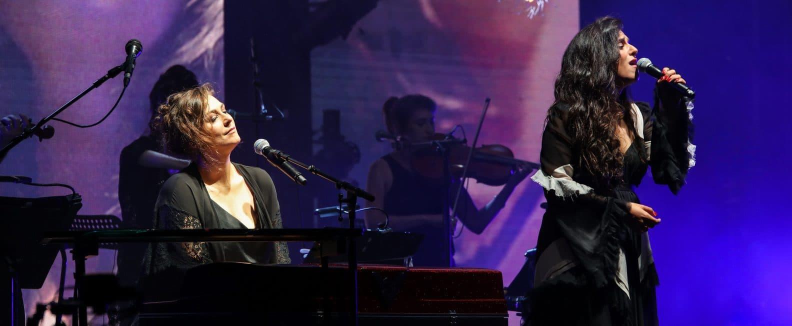 קרן ומירי, המופע במיני ישראל. צילום מרווה שרון
