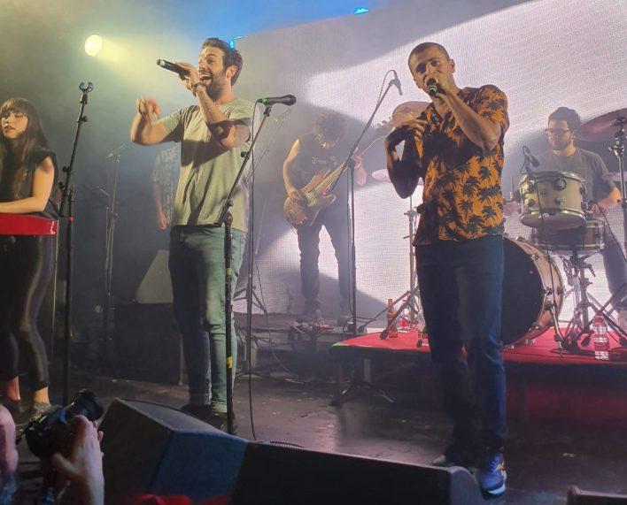 תומר יוסף מארח את רביד פלוטניק במועדון בארבי. צילום שי שיר וטלי ספיר