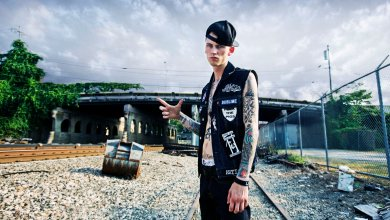 Photo of הראפר Machine Gun Kelly מגיע לישראל