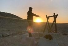 עמרי גליקמן בשנטי במדבר. צילום עופר מנחם