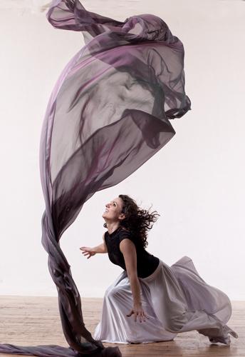 Dance with your scarf  LA MODE  MONACO