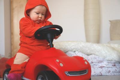 Yves fährt auch noch mit seinem Auto rum