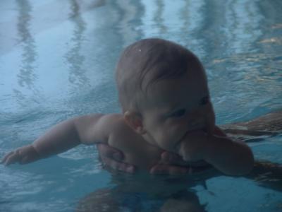 Yves ist mal wieder beim Schwimmen