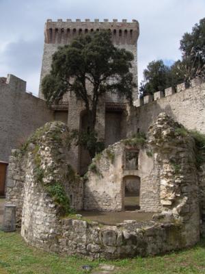 Yves guckt sich die Burg an