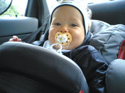 Yves ist gut drauf im Auto