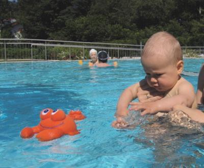 Im Schwimmbad unterwegs