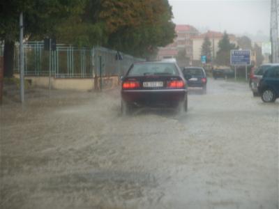 Die Autos schwimmen schon fast