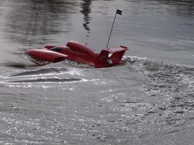 Mein Boot flitzt über's Wasser