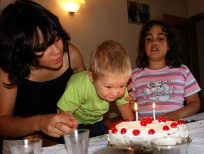 Kerzen auspusten mit Giulia und Valentina