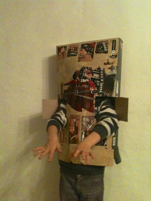Fonzie si traveste con la scatola dei LEGO
