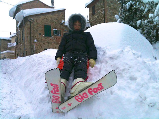 Fonzie piace sciare nel paese