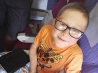 Yves piace viaggiare nell'aereo