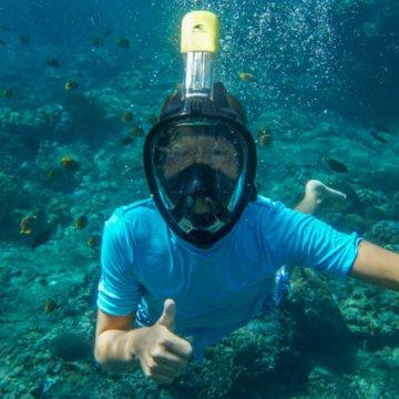 Yves si diverte facendo dello snorkelling