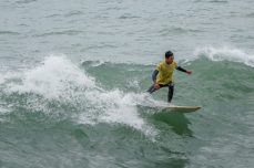 Karlitos prende una onda dopo l'altra