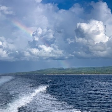 Nusa Penida bids us farewell with a wonderful rainbow...