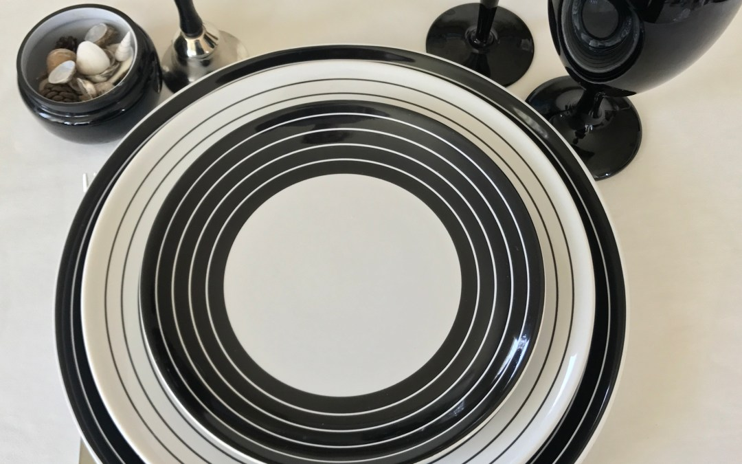 Tabletop Tuesday: Black + White Swirl
