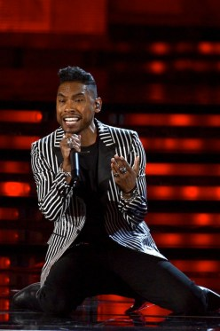 Miguel-Ysl-saint-laurent-paris-men-single-breasted-3-button-jacket-in-black-and-white-striped-polyester-jacket-55th-annual-GRAMMY-Awards-Show-1