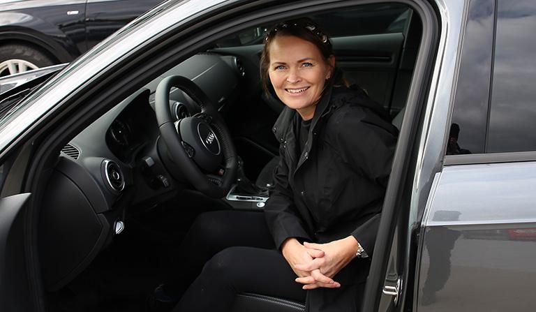 Yvonne inni bilen Audi e-tron