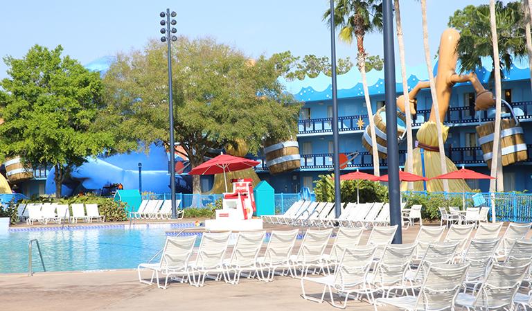 Utenfor hotellet Disney's All-Star Movies Resort.