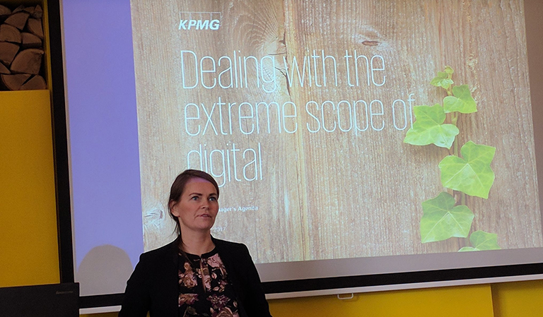 "Yvonne snakker om ""Dealing with the extreme scope of digital""."
