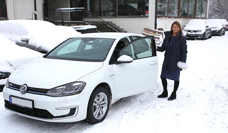Yvonne og den nye bilen