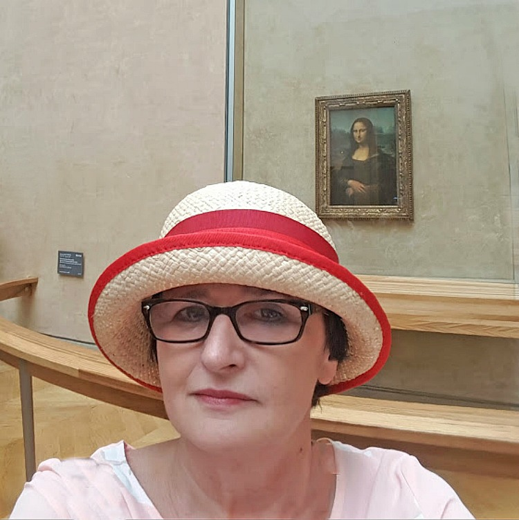 Living and traveling with cancer. Mona Lisa in Louvre.