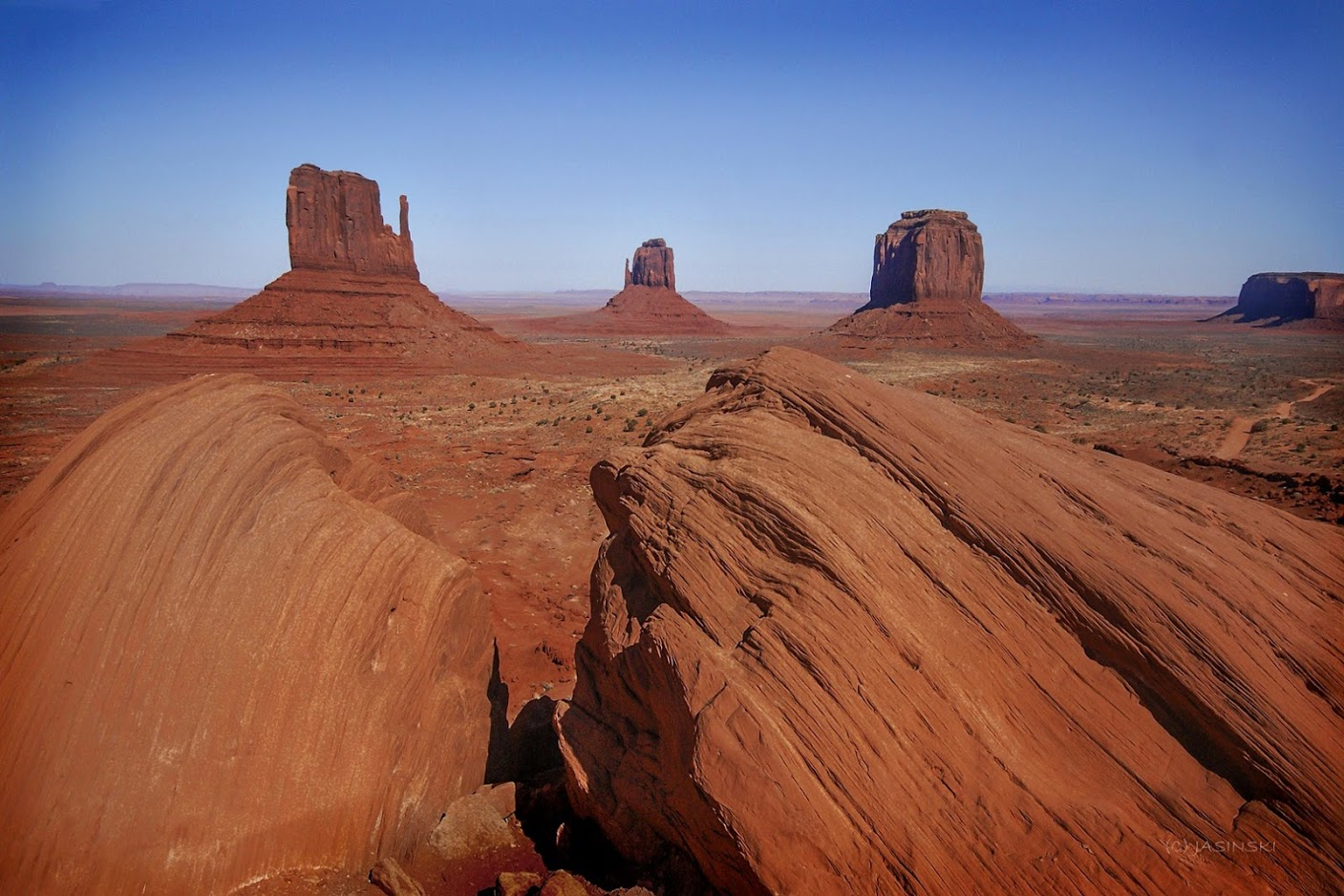 Why Utah is The State for Nature Lovers. Classic view of Monument Valley.