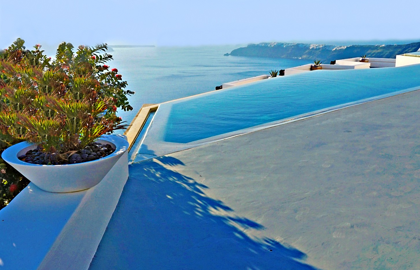 The infinity pool at Grace Hotel in Imerovigli Santorini.