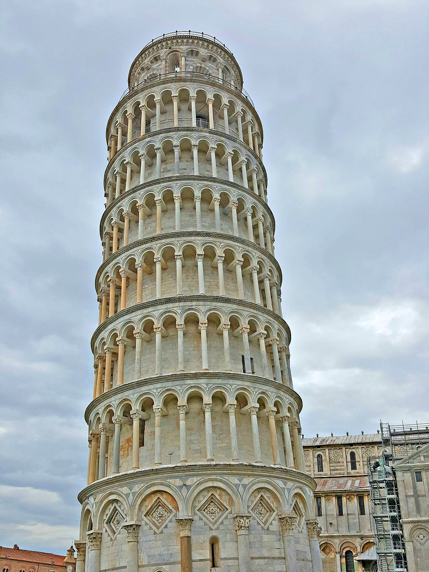 Famous sights in Italy - leaning tower of Pisa.