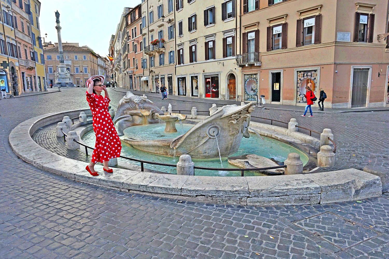 Fontana della Barcaccia at Piazza Di Spagna.